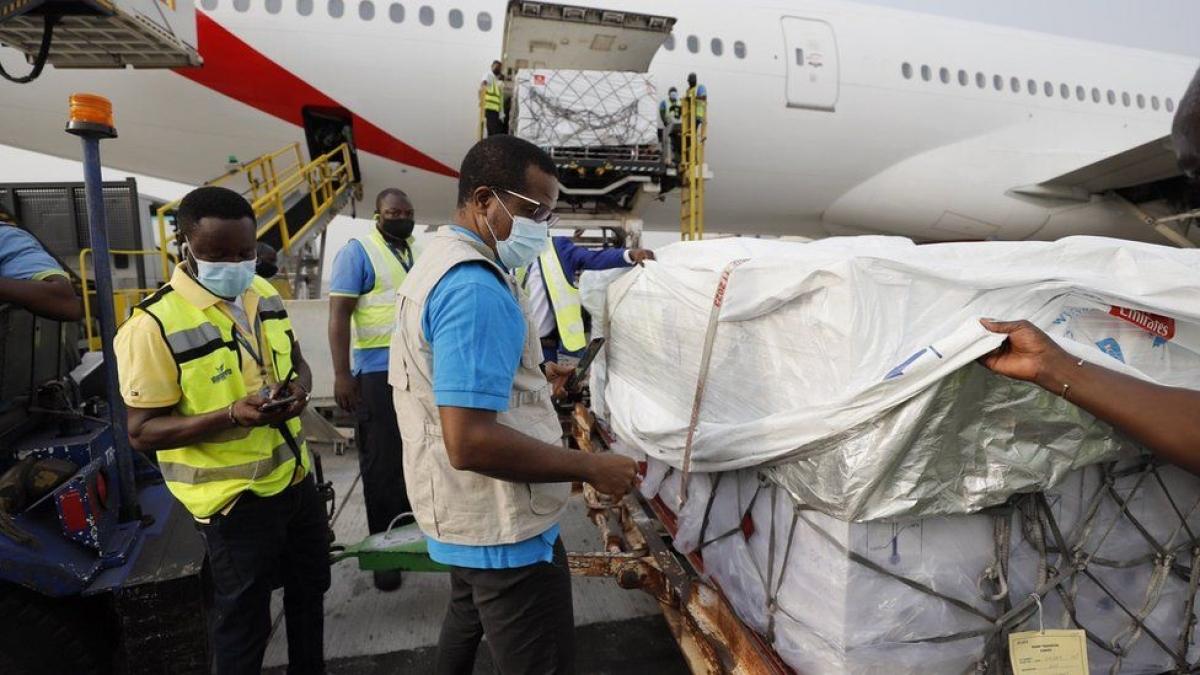 WHO và UNICEF đã chuyển vaccine ngừa Covid-19 cho Ghana (Ảnh: BBC)