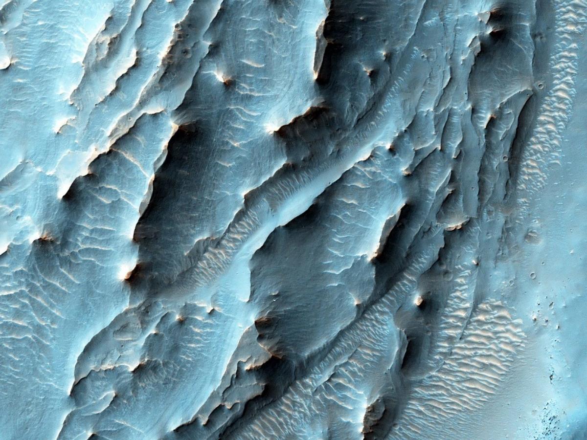 Tàu Quỹ đạo Trinh sát sao Hỏa (Mars Reconnaissance Orbiter) đã sử dụng camera HiRISE để ghi lại một khu vực với cấu trúc khác thường ở sườn phía nam của miệng hố Gale.