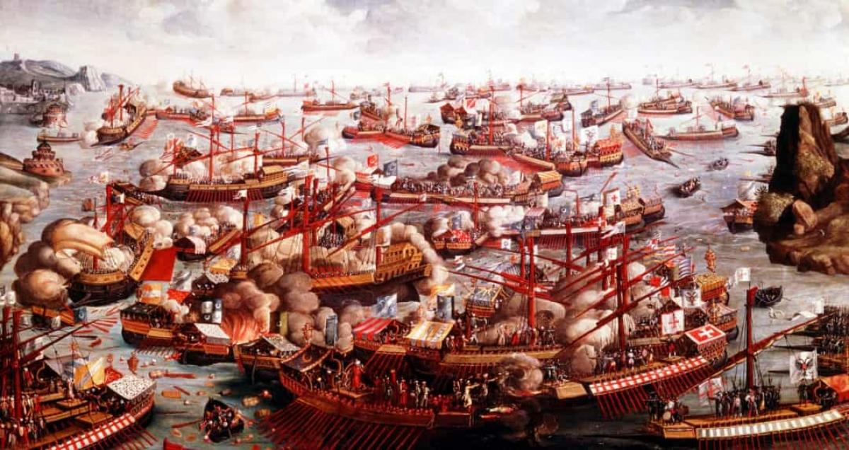 Trong lịch sử chiến tranh hải quân, Lepato là trận chiến lớn cuối cùng của phương Tây mà các bên chiến đấu sử dụng các loại thuyền phải chèo bằng tay. Trận chiến này diễn ra ngày 7/10/1571 giữa Liên minh thần thánh do Giáo hoàng Pius V thành lập và Đế quốc Ottoman ở Vịnh Patras trên Biển Ionian.
