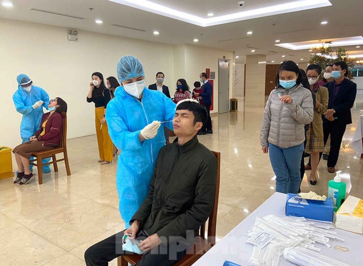 Hoang Duc Hanh, deputy director of the Department of Health, states authorities in Hanoi now require people returning to the city after Tet to complete health declarations, with the aim of preventing COVID-19 transmission coming from outside sources.