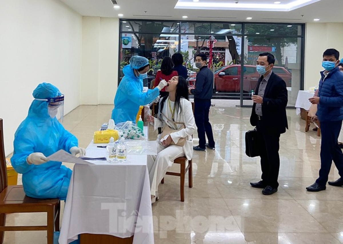 Those returning from epidemic areas, including Hai Duong and Quang Ninh provinces, must inform local authorities and complete medical declaration forms at health stations in communes and wards.