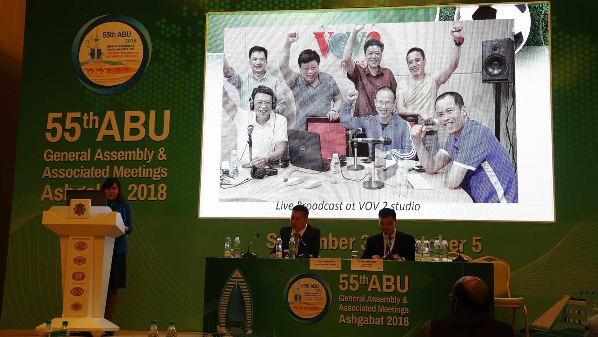 Đại hội đồng ABU lần thứ 55 năm 2018 được tổ chức tại Ashgabat, Turkmenistan. Đại diện VOV tham luận trong một hội thảo chuyên môn.