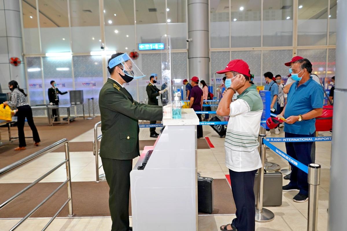 Các Cảng hàng không thực hiện nghiêm Quy trình khai thác bảo đảm an toàn cho hành khách đi máy bay trong giai đoạn dịch Covid-19.