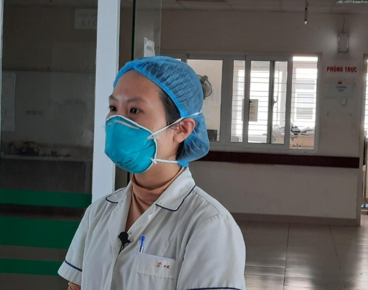 Chị Phan Thị Sen (khoa Điều dưỡng Khoa Virus ký sinh trùng, Bệnh viện Bệnh Nhiệt đới Trung ương.
