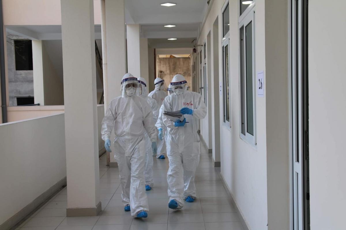 Bệnh viện Bạch Mai tăng cường chi viện cho Bệnh viện dã chiến 2 Hải Dương.