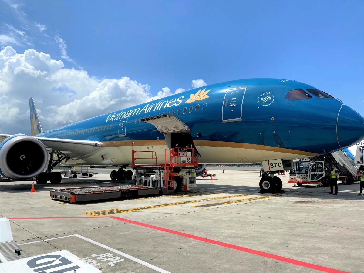 Hiện Vietnam Airlines đã có đầy đủ dịch vụ hậu cần, kho lạnh hiện đại, cùng nhân lực được đào tạo chuyên nghiệp và quy trình vận chuyển hàng hóa đông lạnh toàn diện theo tiêu chuẩn quốc tế.