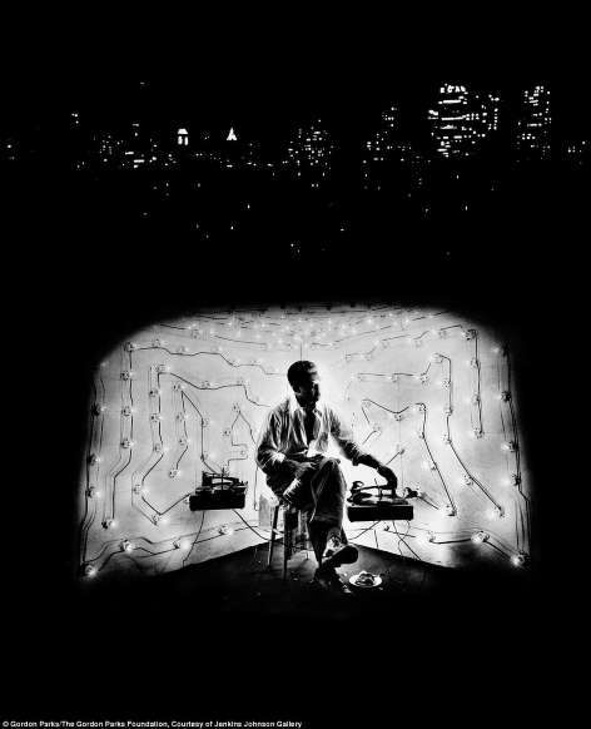 Ông Parks qua đời ở tuổi 93 tại Manhattan vào năm 2006. Những tác phẩm để đời của ông ghi lại chặng đường dài dẫn đến bình đẳng chủng tộc vẫn được tôn vinh trên khắp thế giới./.