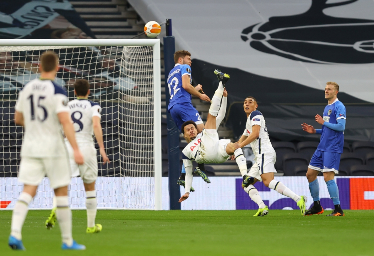 Phút thứ 10, Dele Alli có pha khống chế rồi móc bóng kỹ thuật, tung lưới đại diện nước Áo.