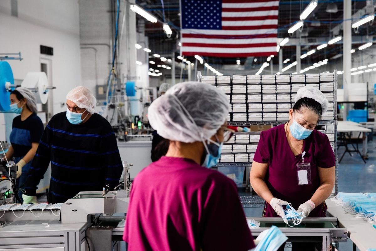 Chính quyền mới ở Mỹ đang muốn tạo thêm nhiều việc làm cho người lao động. Ảnh: NY Times