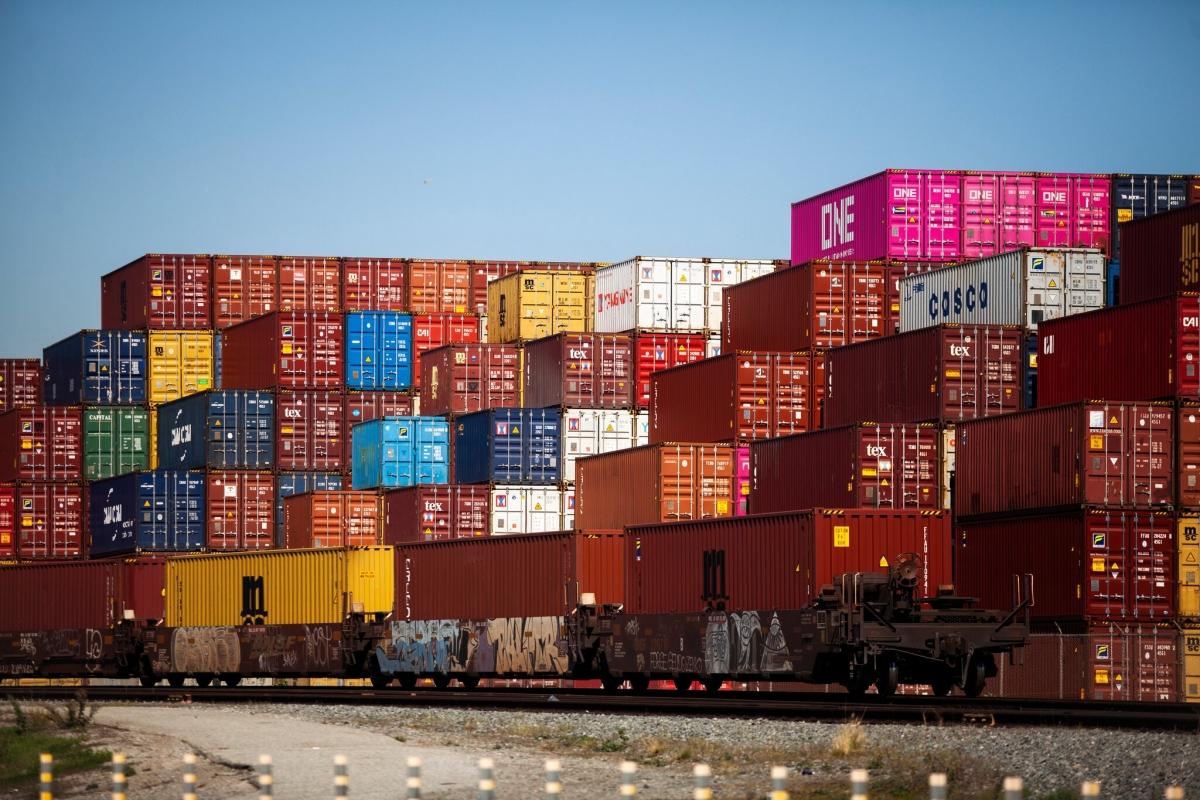 Sự gián đoạn nghiêm trọng trong quá trình vận chuyển hàng hóa toàn cầu trong bối cảnh dịch bệnh đã thúc đẩy chính quyền Mỹ thực hiện bước đi nhằm giảm sự phụ thuộc của Mỹ vào nguồn nguyên liệu nước ngoài. Ảnh: NY Times