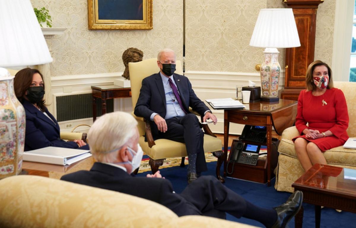 Tổng thống Biden gặp các lãnh đạo phe Dân chủ tại Hạ viện để bàn về gói cứu trợ 1.900 tỷ USD ngày 5/2 - Ảnh: REUTERS