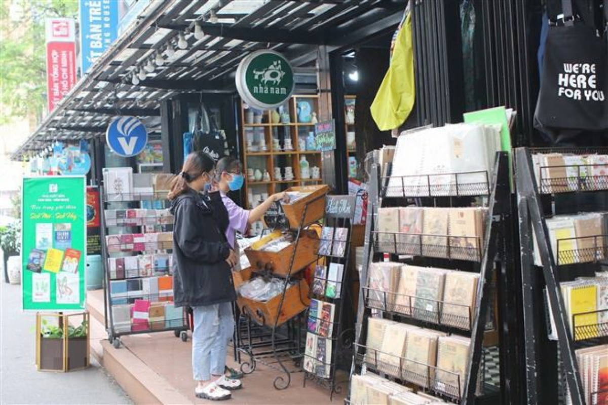 Visitors to a bookstore on Nguyen Van Binh street in District 1 of HCM City