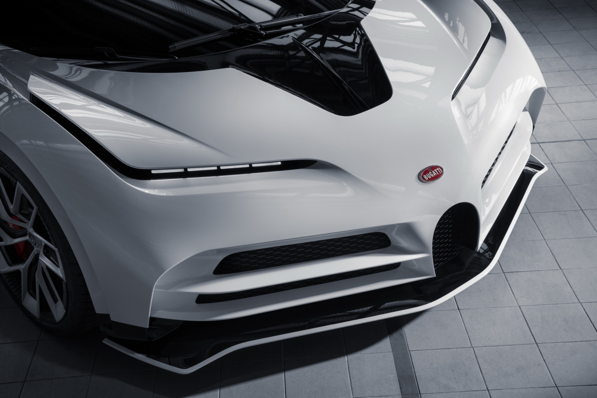 Trên chiếc xe đặc biệt này, khối động cơ W16 sản sinh công suất 1.574 mã lực, cao hơn 99 mã lực so với Chiron, Chiron Sport và Divo.