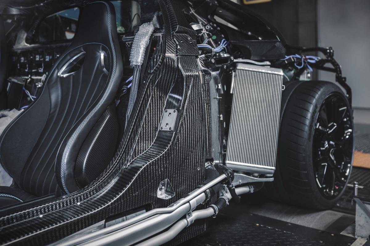 """""""Tôi đã mong chờ rất nhiều vào nguyên mẫu đầu tiên này của chiếc Centodieci"""", quản lý dự án xe số lượng giới hạn và cá nhân hóa độc nhất, ông Andre Kullig, người đã cùng phát triển hai mẫu xe Divo và La Voiture Noire chia sẻ."""