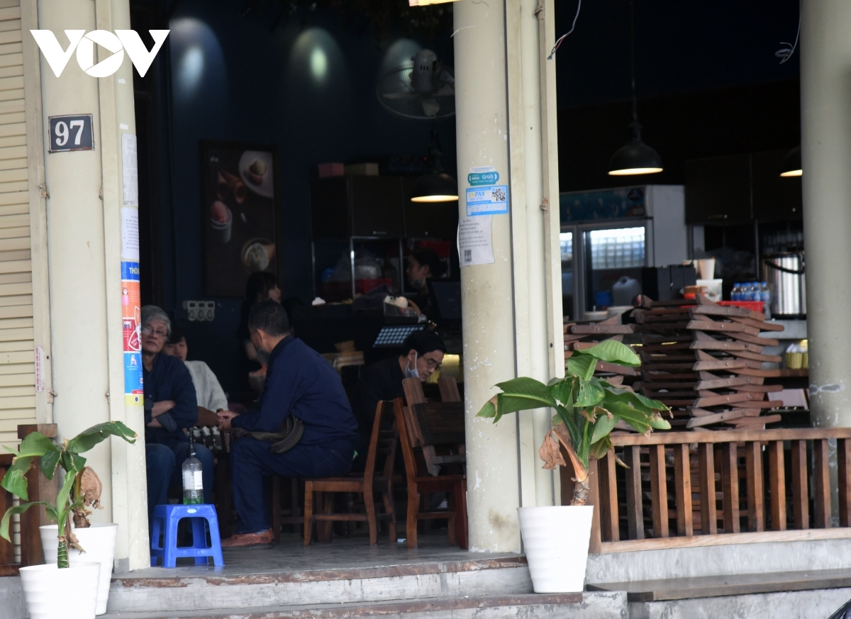 Several customers drink coffee and fail to maintain a safe distance from others, or do not wear face masks in line with regulations of the Ministry of Healt