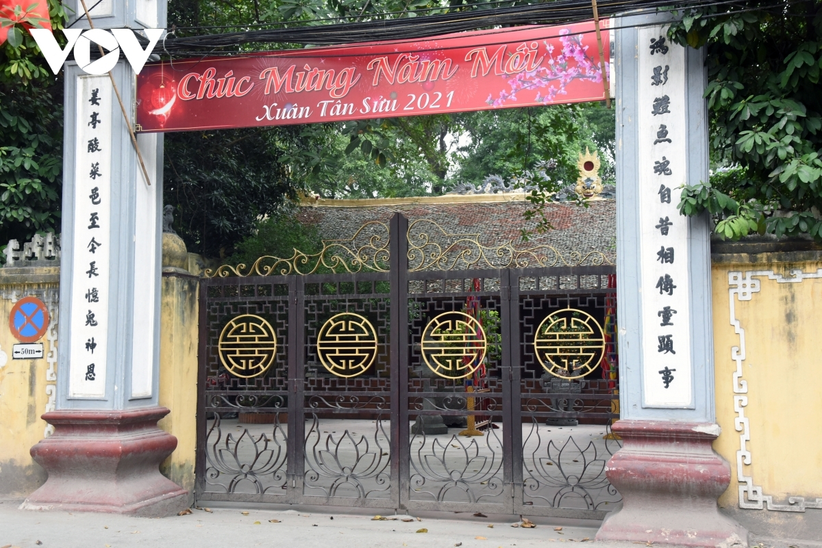 Alongside the order to close street eateries and cafes, Hanoi has also requested that relic sties such as pagodas and temples temporarily close to prevent the epidemic