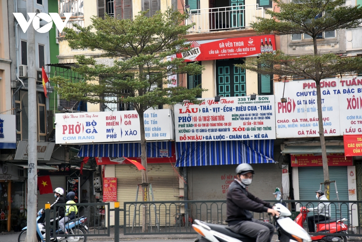 A series of pho and hot pot restaurants on Tay Son street in Dong Da district close following the regulations implemented by Hanoi's authorities taking effect.