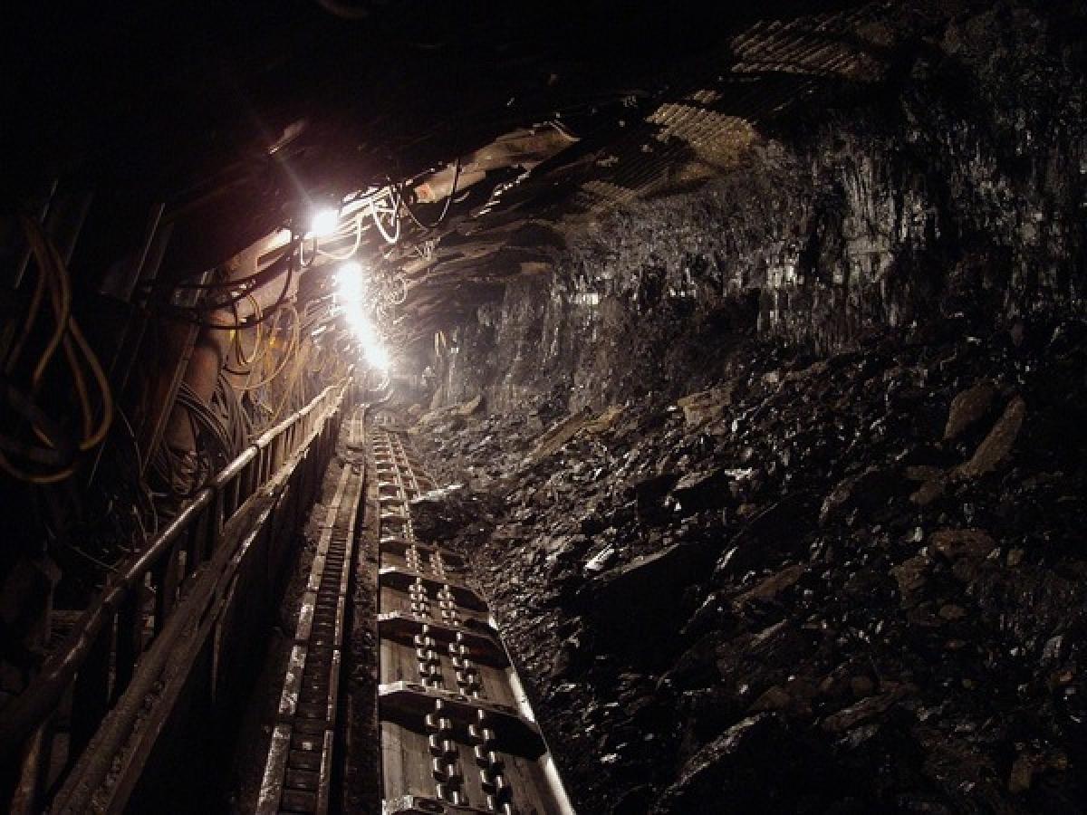 Thợ mỏ: Khí thải động cơ diesel vốn đã là một trong những nguyên nhân chính gây ung thư. Bên cạnh đó, khói bụi trong quá trình khai thác mỏ có thể tích tụ trong phổi người thợ mỏ có thể gây ung thư phổi và bệnh phổi đen.