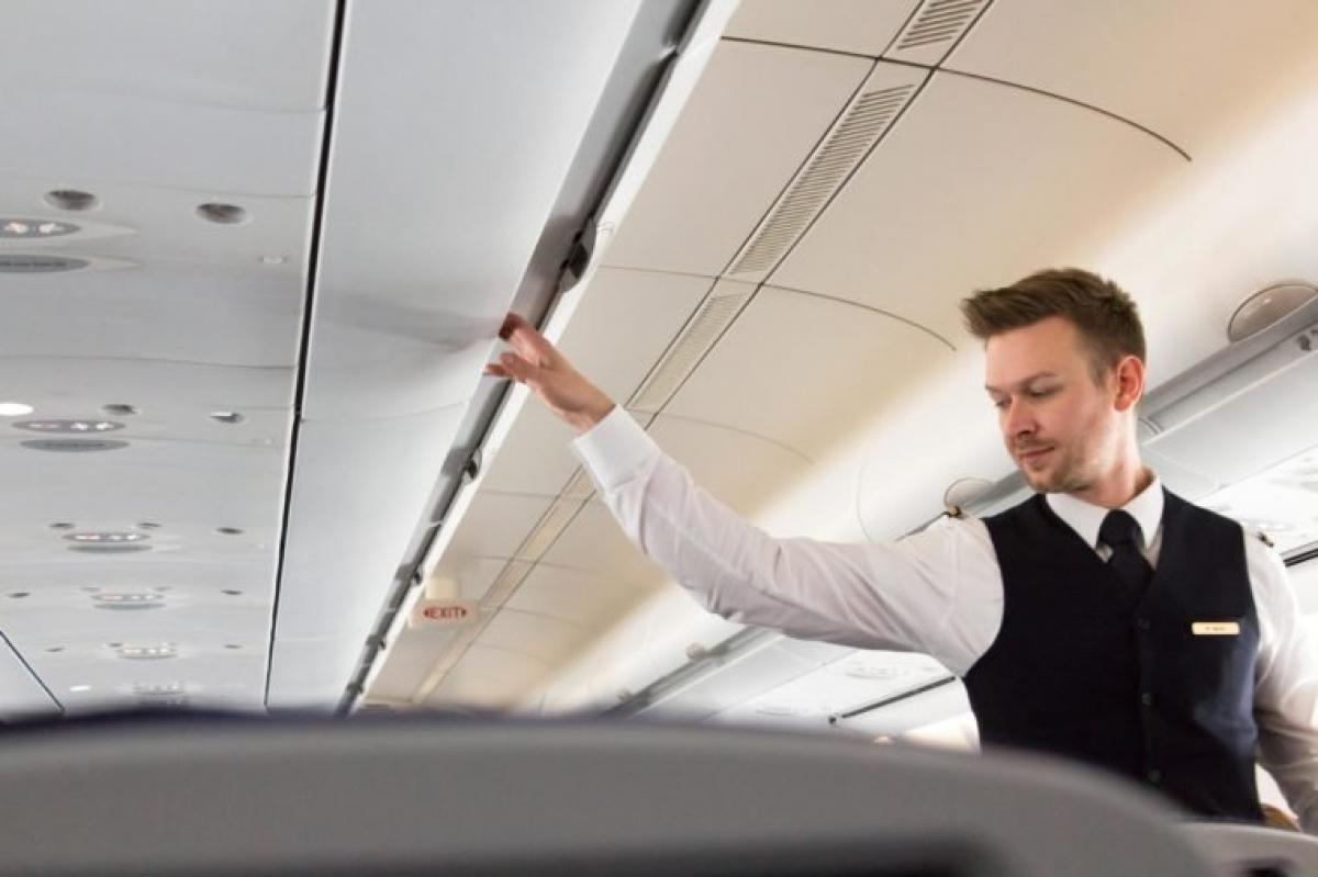 Tiếp viên hàng không và phi công: Thường xuyên phải tiếp xúc với tia UV và tia vũ trụ là nguyên nhân chính gây ung thư, đặc biệt là ung thư da, ở những người làm việc trong ngành hàng không.