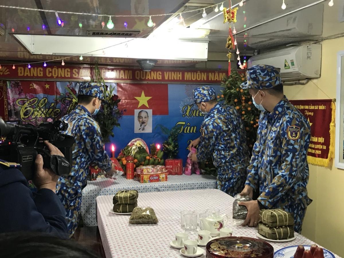 CBCS tàu CSB8003 trang trí phòng đón Xuân trên tàu.