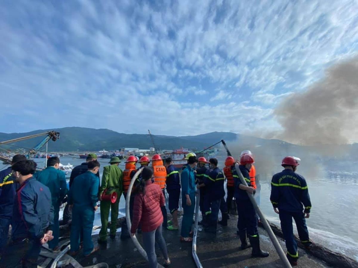 Vụ cháy đã khiến 3 tàu cá của ngư dân Bình định là BĐ 94195, BĐ 98207,BĐ 96543 bị thiêu rụi