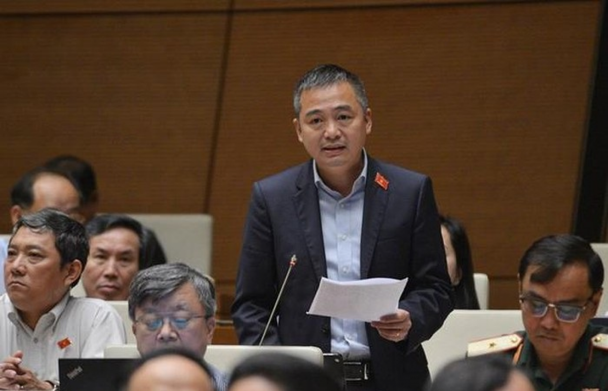 Đại biểu Nguyễn Lân Hiếu phát biểu ý kiến trên diễn đàn Quốc hội.