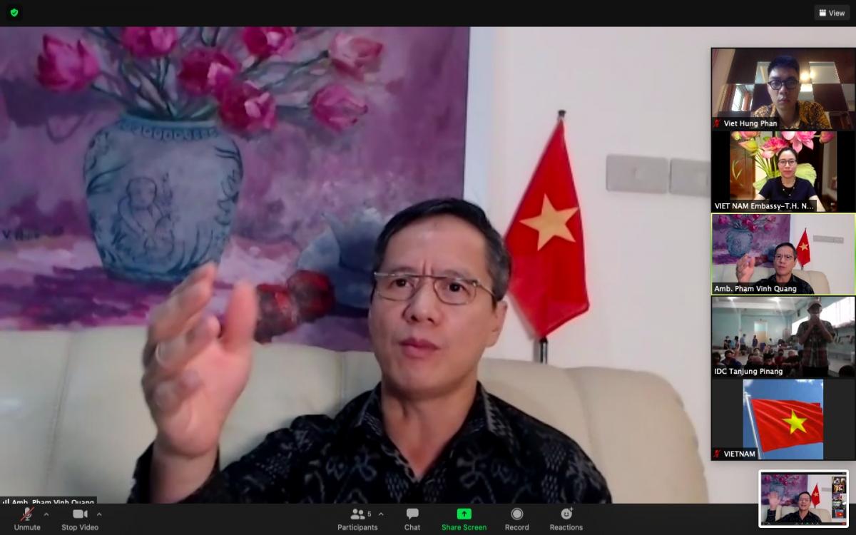 Đại sứ Phạm Vinh Quang thăm lãnh sự trực tuyến ngư dân tại Indonesia