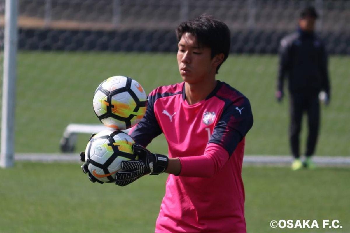 Thủ môn Takumi Nagaishi là chủ nhân chiếc áo số 1 trước khi Đặng Văn Lâm chuyển tới Cerezo Osaka. (Ảnh: Cerezo Osaka)