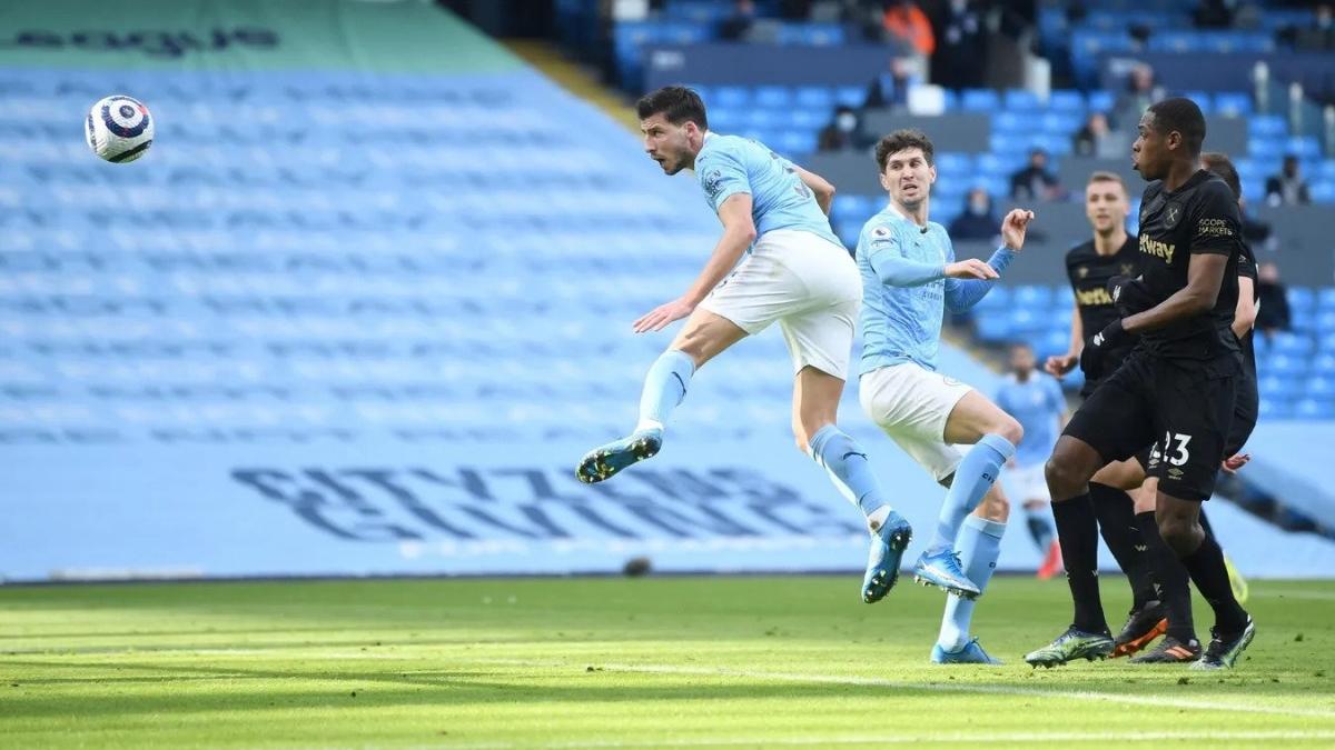 Khoảnh khắc Ruben Dias đánh đầu ghi bàn cho Man City. (Ảnh: Premier League).