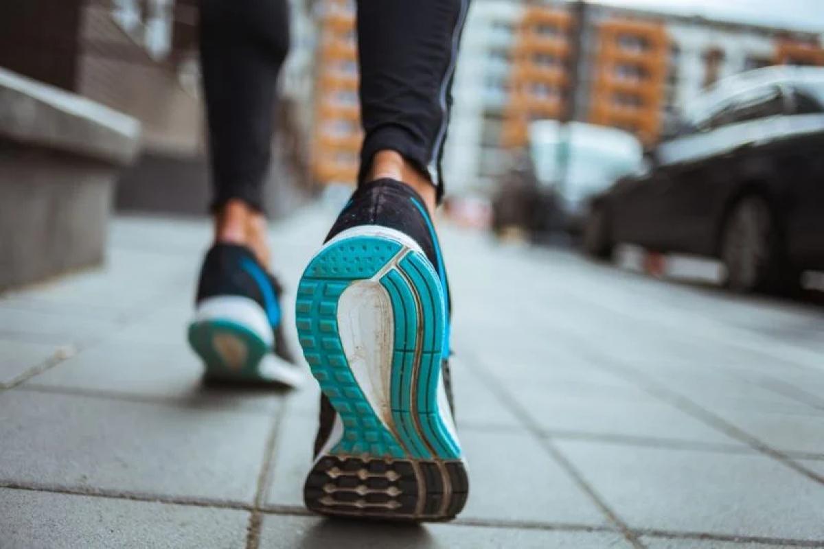 Chứng rũ chân: Chứng rũ chân - tình trạng khó nâng phần trước của bàn chân - là một triệu chứng hiếm thấy hơn của thoát vị đĩa đệm. Triệu chứng này xảy ra khi thoát vị đĩa đệm đè lên dây thần kinh chịu trách nhiệm cho chuyển động của bàn chân.