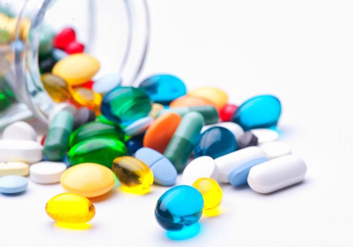 Một số dược phẩm: Thuốc lợi tiểu, thuốc huyết áp, thuốc ngủ hay các loại thuốc làm giãn mạch máu khác có thể gây chóng mặt. Một số loại thuốc điều trị dị ứng cũng có thể là nguyên nhân của triệu chứng này.