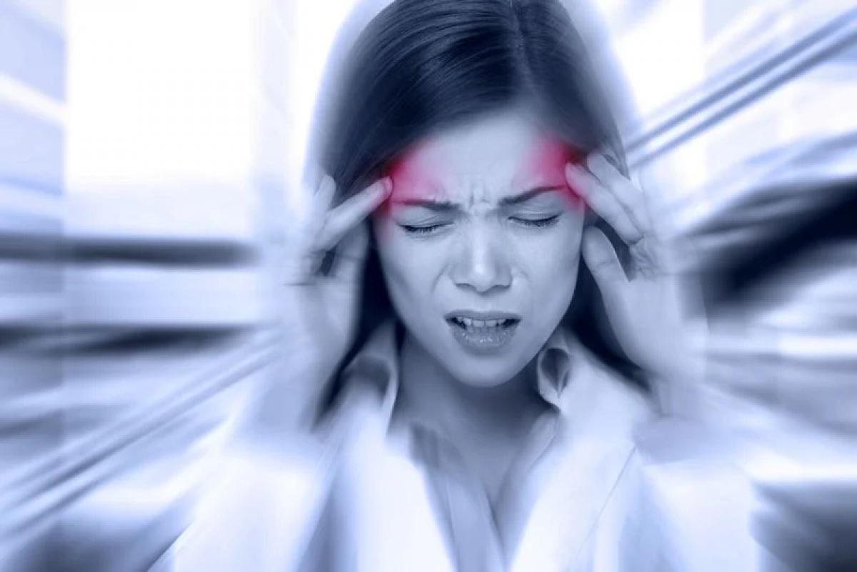 Đau nửa đầu: Đa số những người mắc chứng đau nửa đầu kinh niên cũng trải qua triệu chứng chóng mặt, đặc biệt là khi cơn đau đầu mới chớm. Cảm giác chóng mặt do đau nửa đầu đôi khi thể hiện ở sự mất thăng bằng, đi đứng loạng choạng.