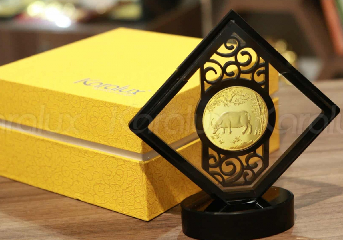 Đồng xu con trâu vàng (Đồng lộc kim ngưu) được nhiều khách hàng ưa chuộng.