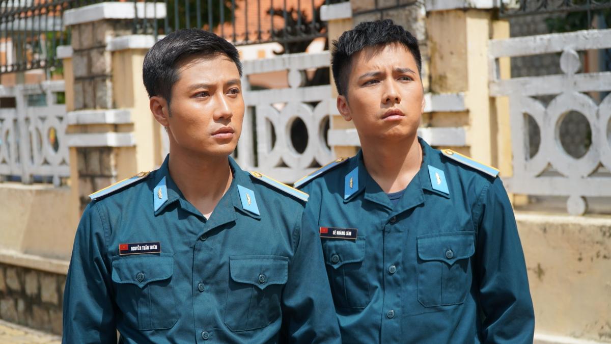 Thanh Sơn và Mạnh Quân trong một cảnh quay.