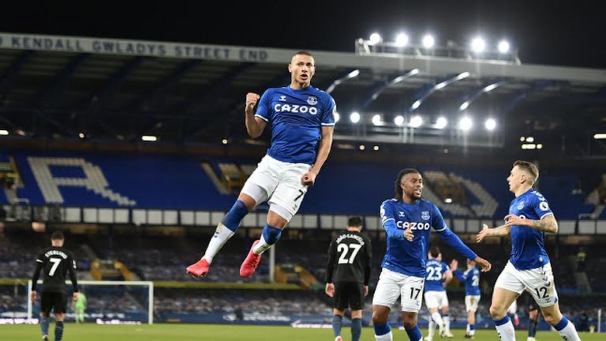 Richarlison ăn mừng bàn gỡ hòa 1-1 cho Everton (Ảnh: Reuters).