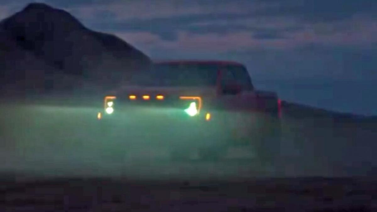 """Hình ảnh Ford F-150 Raptor 2021 được giới thiệu trong clip """"nhá hàng""""."""