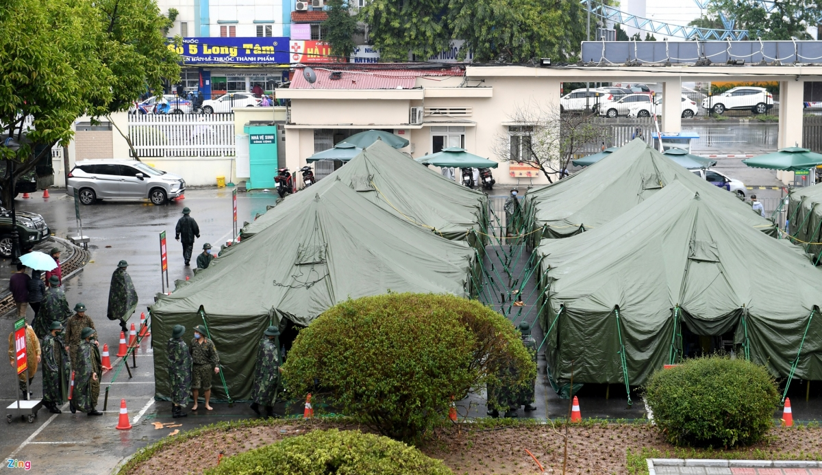 The Hanoi CapitalHighCommand, working in co-ordination with Bach Mai Hospital, has erected the field hospital aimed at assisting in the local fight against COVID-19.