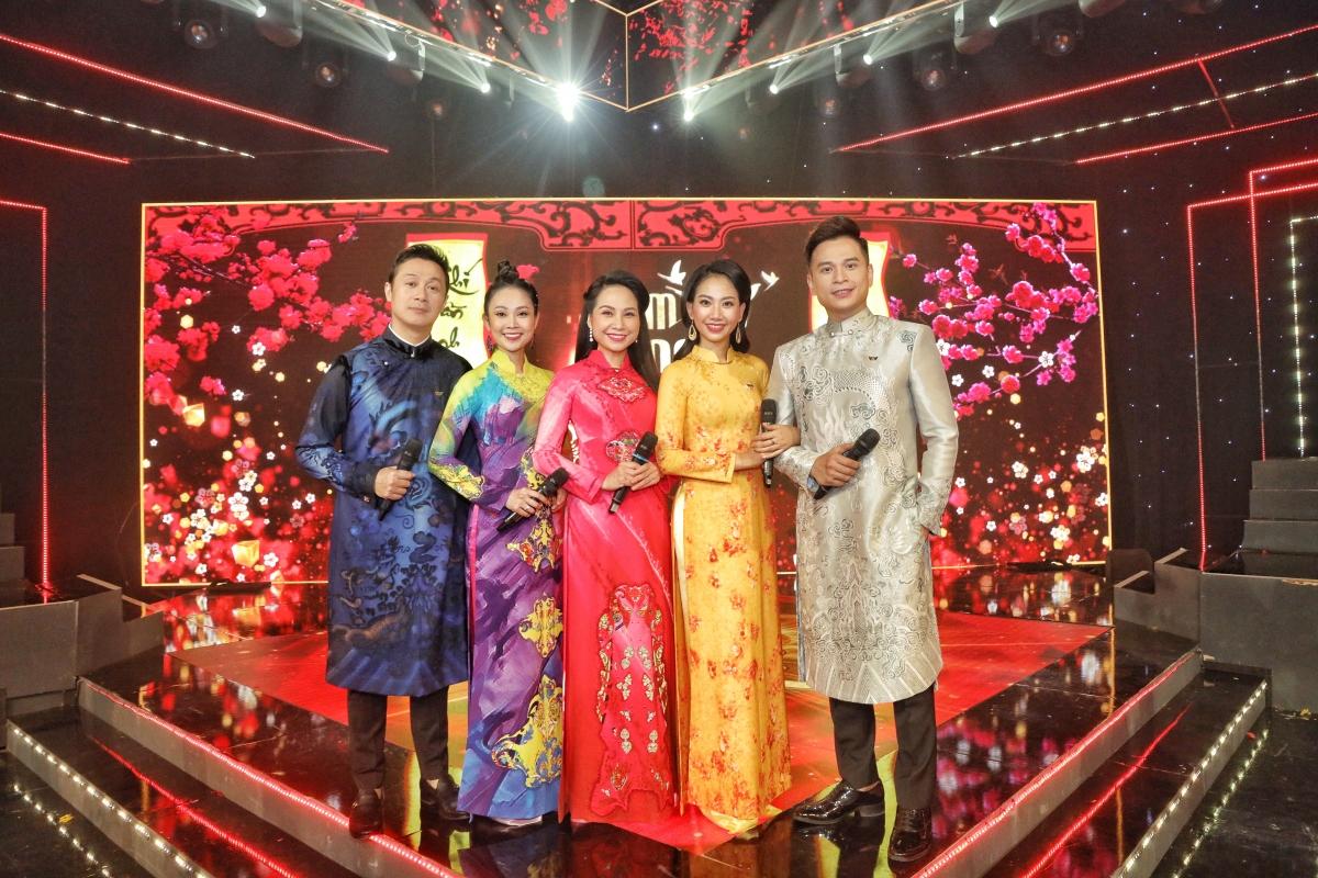 5 MC nổi tiếng của VTV sẽ dẫn dắt chương trình đặc biệt này.