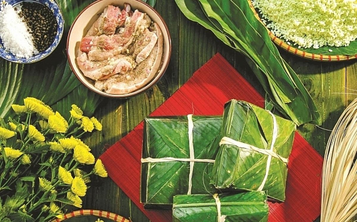 Bánh chưng không đơn thuần là một món ăn, mà là nguồn cội, là văn hóa, là sự tổng hòa của trời, đất với những tinh túy mà thiên nhiên ban tặng người Việt.