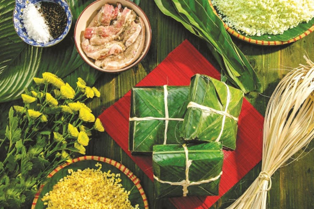 Gói bánh chưng - phong tục truyền thống trong ngày Tết của người Việt