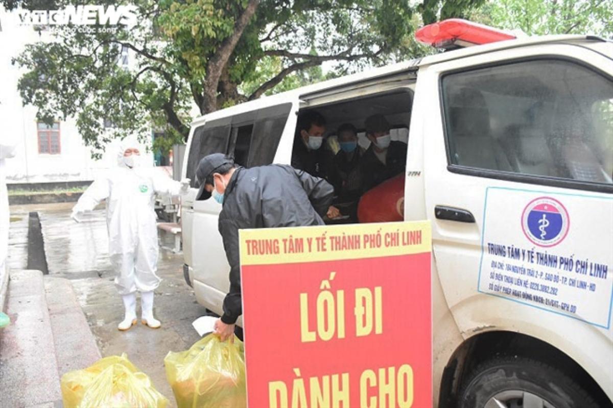 Sáng 28/2, Bệnh viện dã chiến số 1 Hải Dương đặt tại Trung tâm Y tế TP Chí Linh (Hải Dương) được giải thể sau 1 tháng thu dung, điều trị bệnh nhân COVID-19 theo quyết định của Ban Chỉ đạo phòng, chống dịch COVID-19 tỉnh Hải Dương