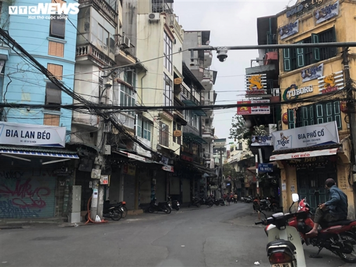 With beer restaurants, food stalls, and hotels shutting down on February 22, many other business owners who aren't requested to close shut down anyway due to suffering from heavy loss caused by a lack of customers.
