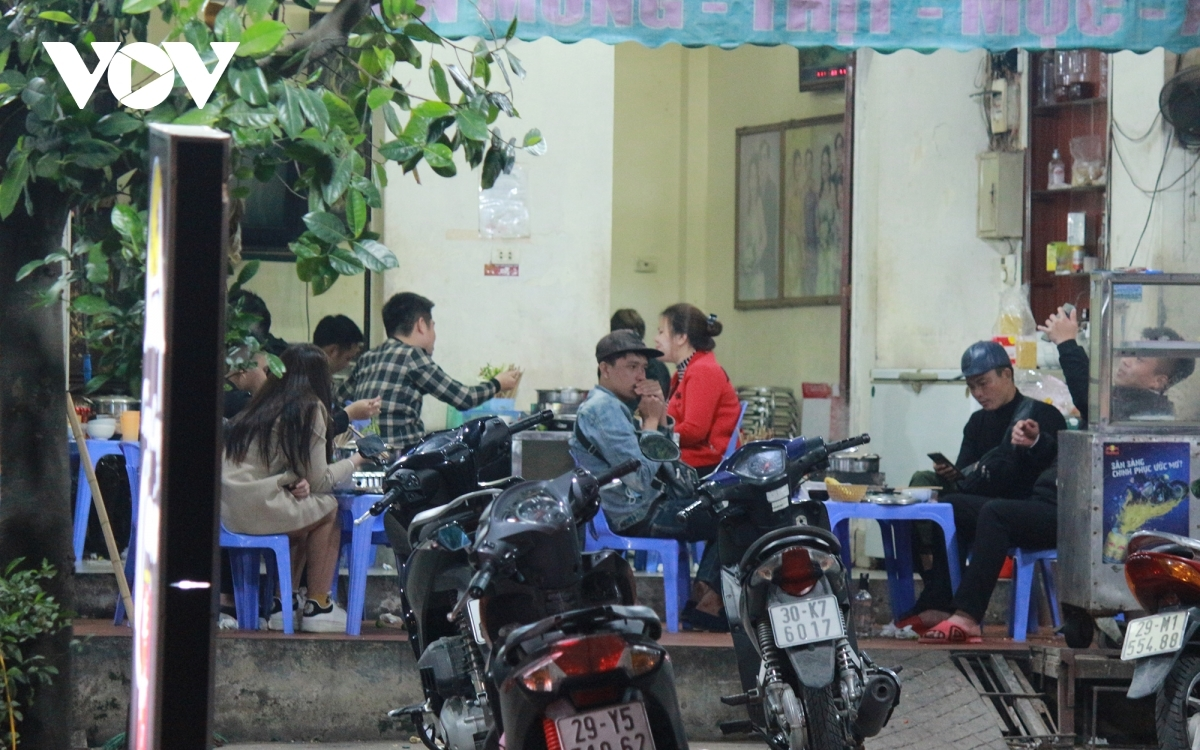 The scene at a beer restaurant in Hanoi