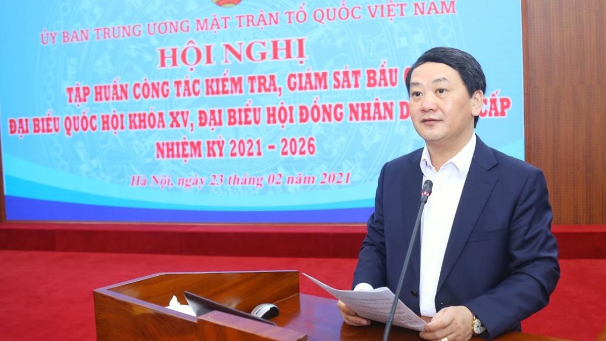 Phó Chủ tịch - Tổng Thư ký UBTW MTTQ Việt Nam Hầu A Lềnh thông tin tại Hội nghị tập huấn công tác kiểm tra, giám sát bầu cử đại biểu QH khóa XV, đại biểu HĐND các cấp nhiệm kỳ 2021-2026 (Ảnh: mattran.org.vn)