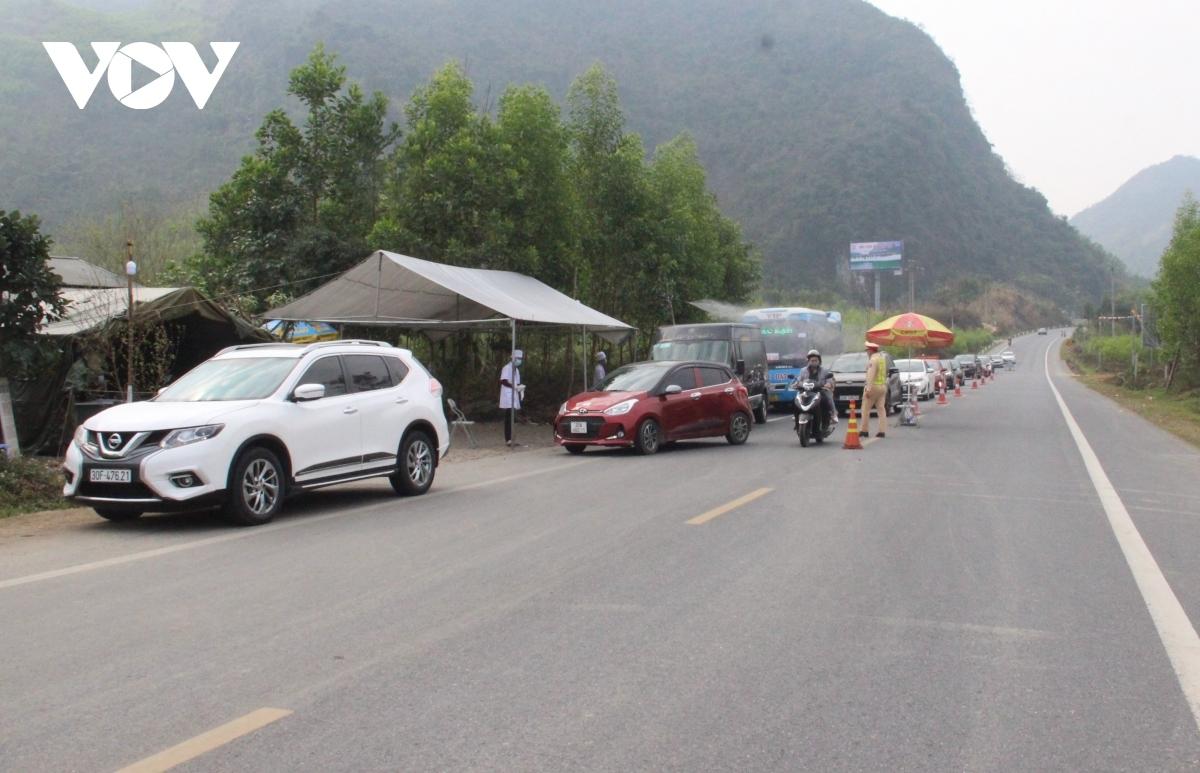 Các chốt kiểm soát người ra vào TP Hà Nội.