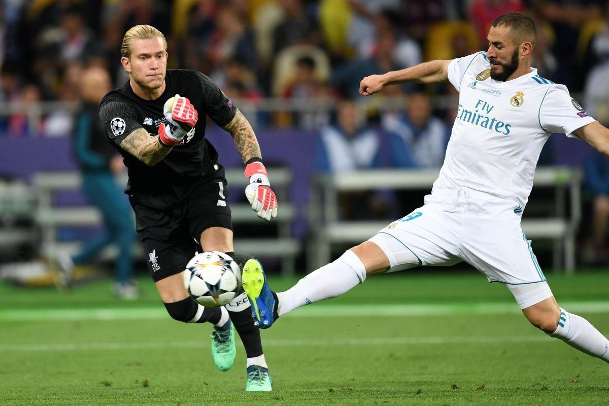 """Loris Karius """"biếu không"""" bàn mở tỷ số cho Karim Benzema."""