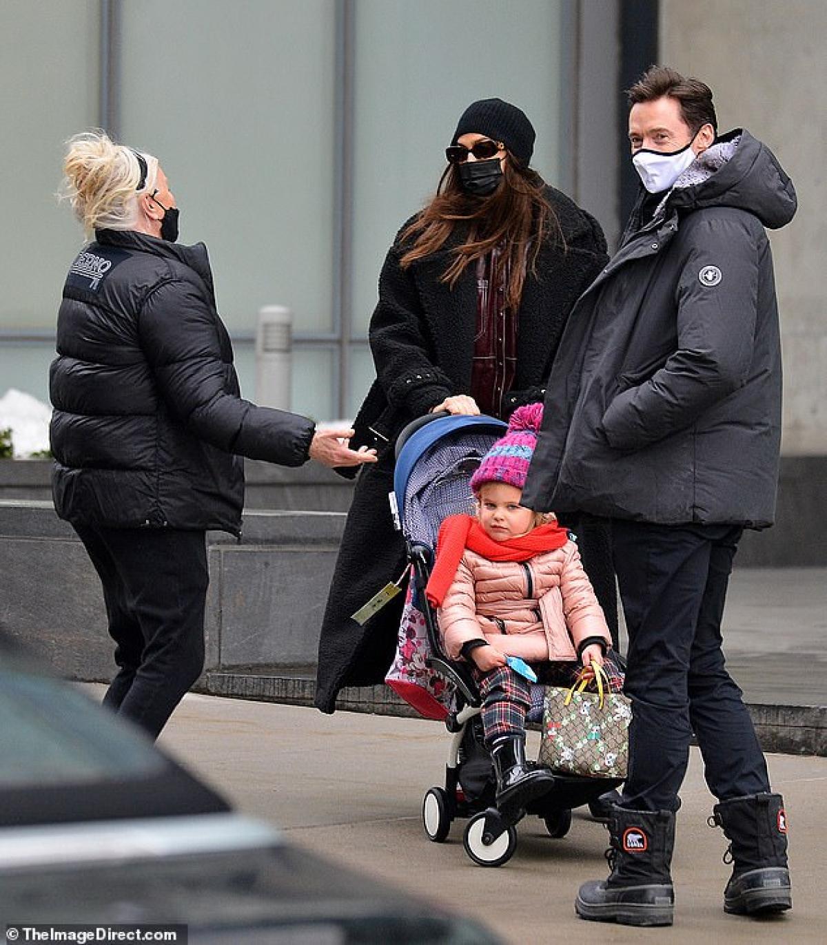 Mẹ con siêu mẫu Nga tình cờ gặp vợ chồng tài tử