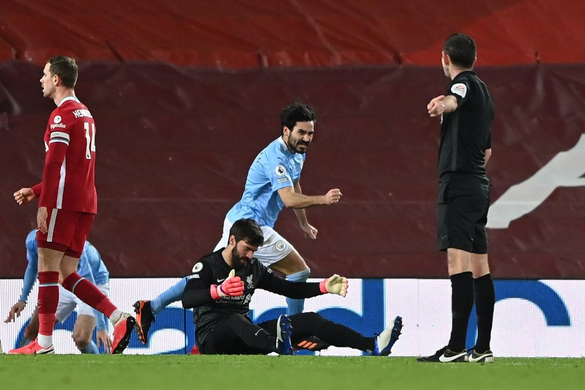 Alisson chuyền bóng trúng chân đối phương, dẫn tới bàn nâng tỷ số lên 2-1 của Ilkay Gundogan ở phút 73.