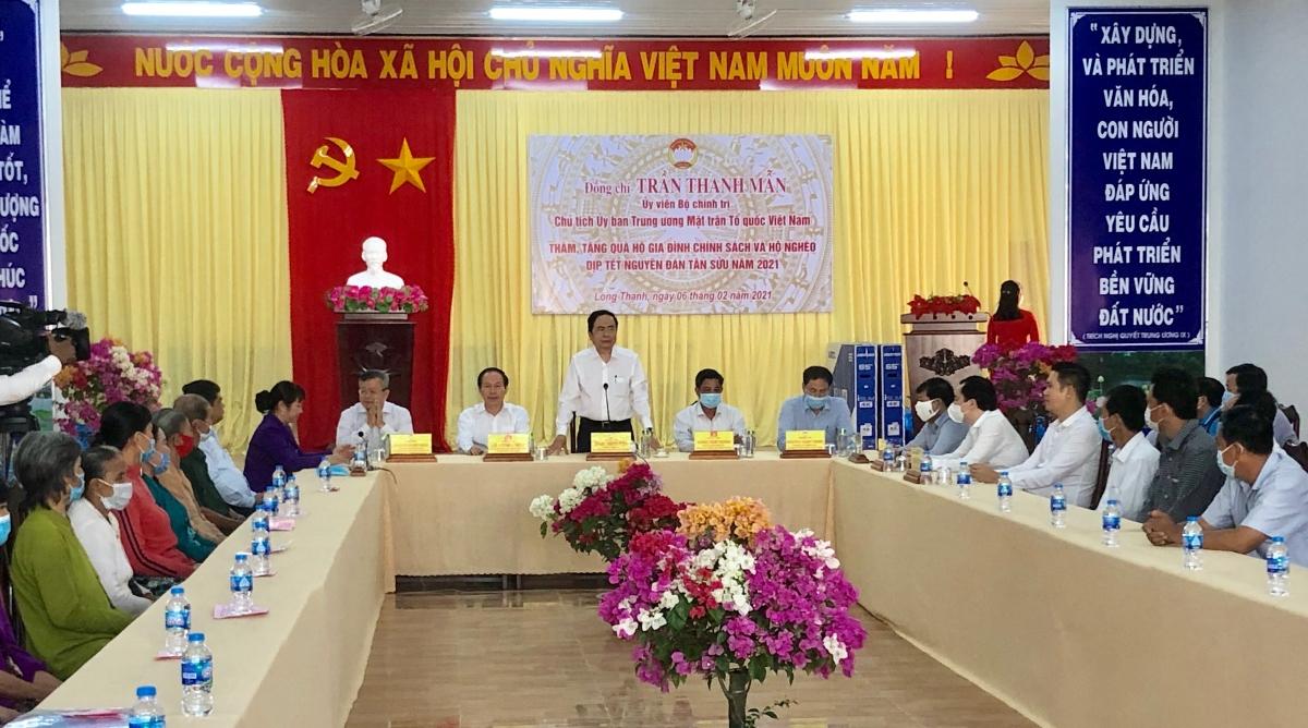 Ủy viên Bộ Chính trị, Chủ tịch Ủy ban Trung ương MTTQ Việt Nam Trần Thanh Mẫn phát biểu tại buổi thăm, tặng quà cho hộ gia đình chính sách và hộ nghèo tại xã Long Thạnh, huyện Phụng Hiệp.