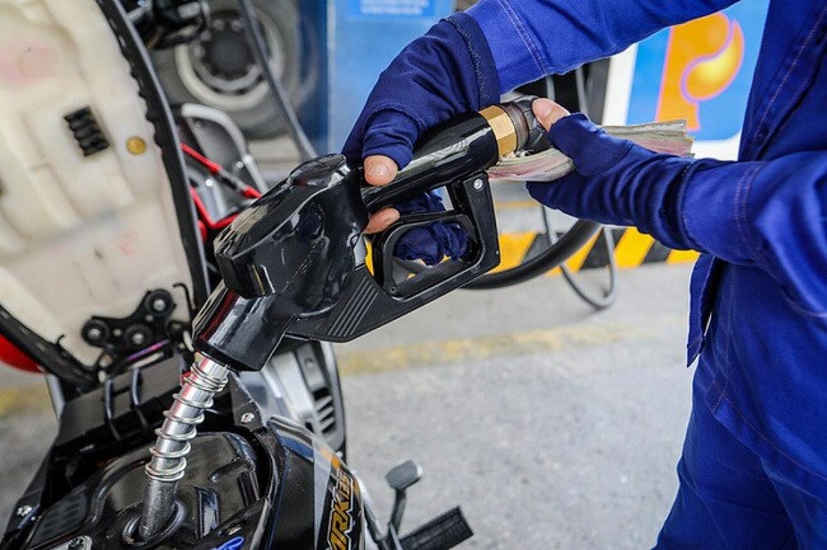 Mức trích lập Quỹ Bình ổn giá xăng dầu sẽ tăng, giảm theo diễn biến thị trường (Ảnh minh họa: KT)
